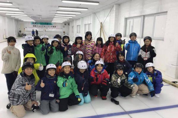 宮城県丸森町と北見市端野町の児童がカーリング交流