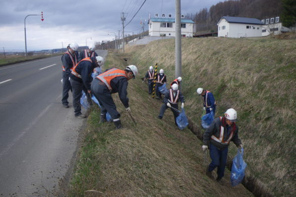 アスファルトプラント周辺の清掃活動