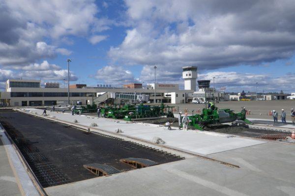 女満別空港整備事業  エプロン改良工事