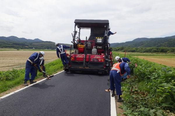 常呂川改修工事の内   福山右岸築堤天端保護工事