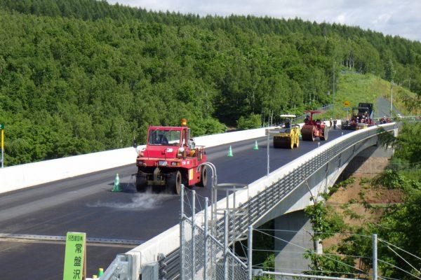 北海道横断自動車道  訓子府町  常盤沢西舗装工事